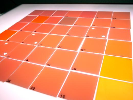 白ーオレンジ変換チップ(照光時)
